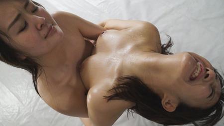 汗まみれで相撲を取る女子高性のエロ画像