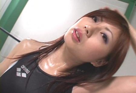 美人女子プロレスラーが汗だくでテカテカになっている画像