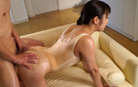 現役女子大生アスリート木村真理絵が汗染みレオタードを着衣セックスしているエロ画像